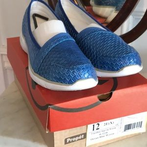 Propet travelite slip on woven shoes size 12